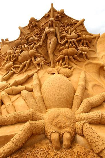 Amazinng sand sculptures 12