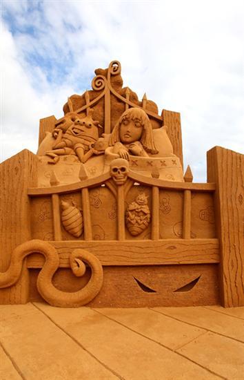 Amazinng sand sculptures 13