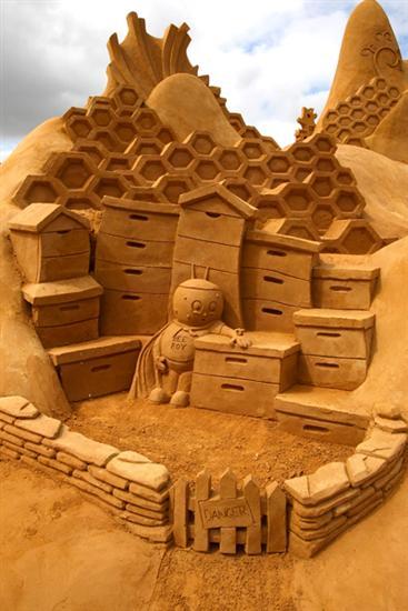 Amazinng sand sculptures 16