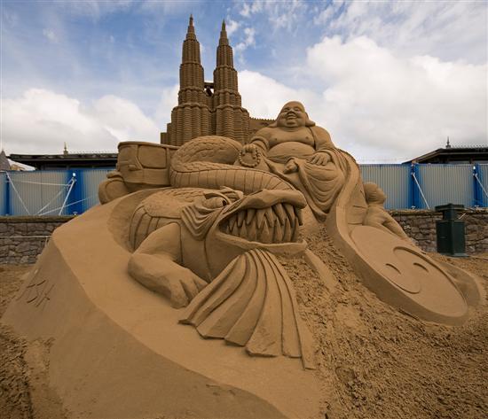 Amazinng sand sculptures 2