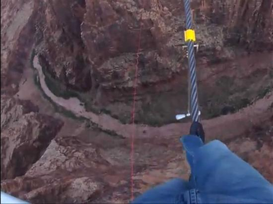 man crossing grand canyon on rope 1