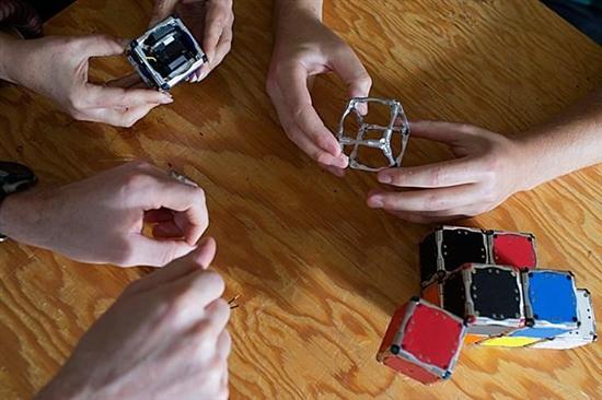 self-assembling-robot cubes 3