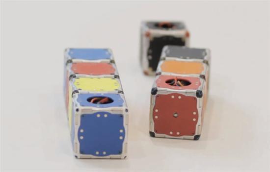 self-assembling-robot cubes 4