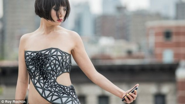 dress turns transparent share on facebook