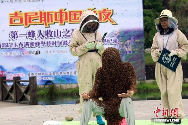 man covered bees longest time