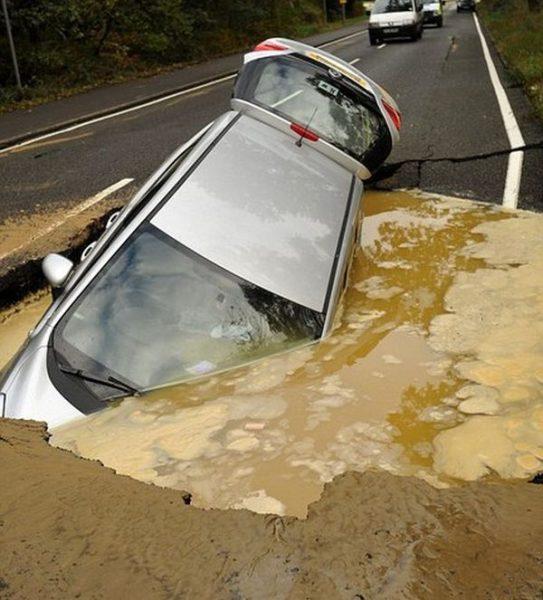 Great Brintain Highway Sinkhole 543x600