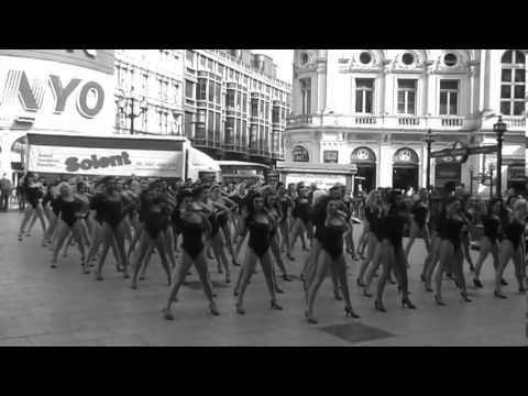 100 single ladies huge flash mob