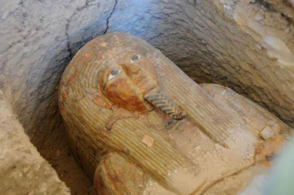 3700 years old egyptian high priest mummy 600x399