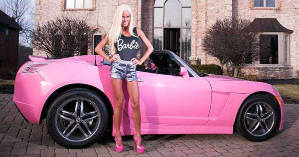 Nannette Hammond 42 years old woman turned into barbie  600x315
