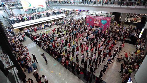hong kong international airport big 15th aniversary flas mob 600x338