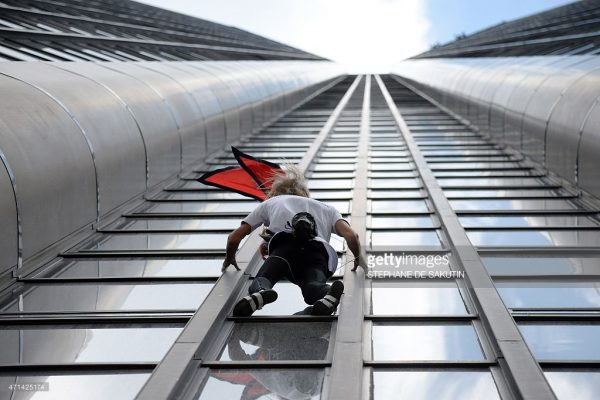 alain robert climbing petronas towers 600x400