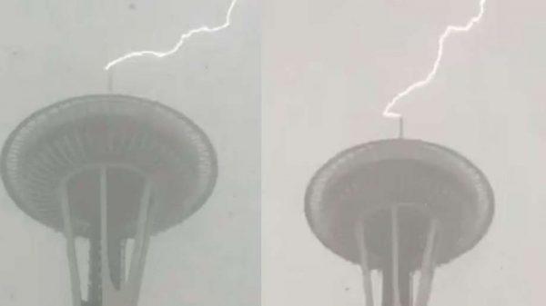space needle seattle struck by lightning 600x337