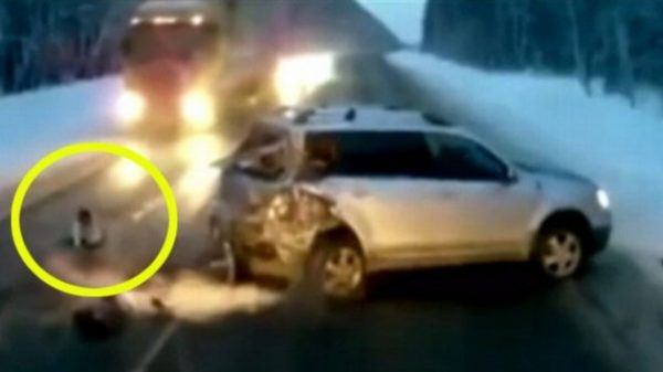 child falling from moving car russi 600x337